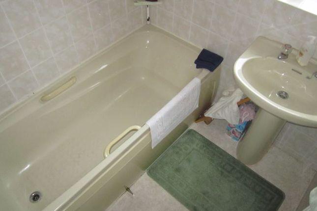 Bathroom of Carding Close, Mount Nod, Coventry CV5