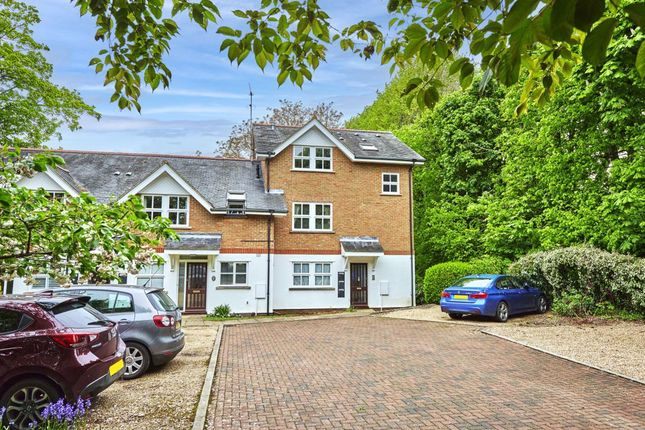 Thumbnail Flat to rent in Poets Court, Harpenden, Hertfordshire