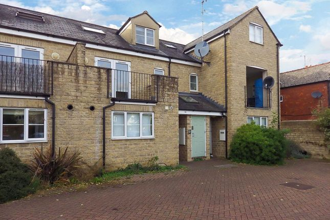Thumbnail Flat to rent in The Crofts, Witney, Oxfordshire