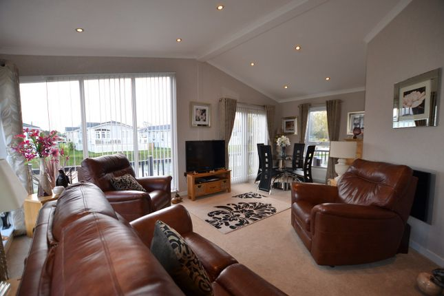 Thumbnail Mobile/park home for sale in Yarwell, Peterborough
