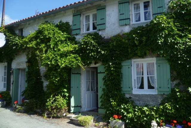 4 bed property for sale in Poitou-Charentes, Charente-Maritime, Saint Crepin