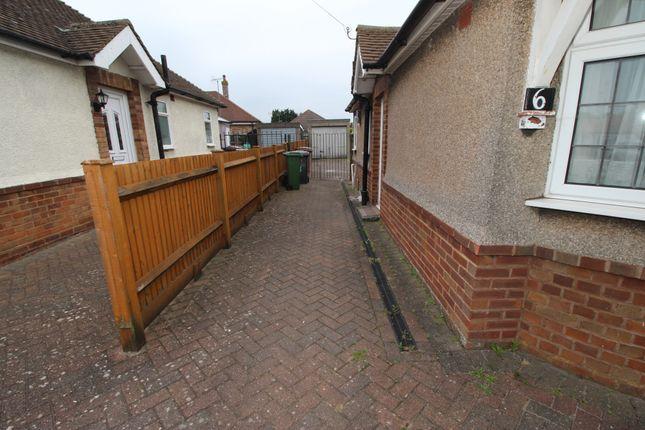 Thumbnail Bungalow to rent in Laburnum Grove, Luton, Bedfordshire