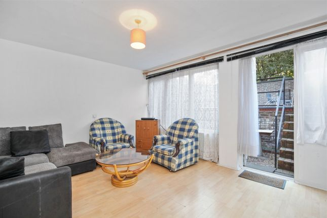 4 bed terraced house to rent in White City Close, London