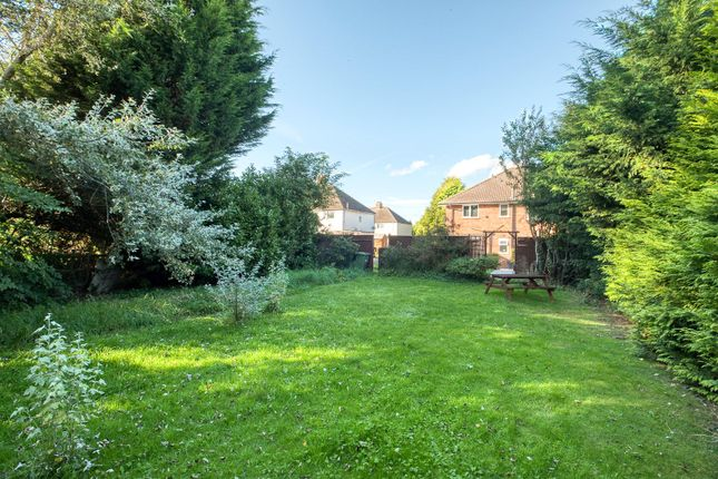 Picture No. 08 of Lodge Road, Stratford-Upon-Avon, Warwickshire CV37