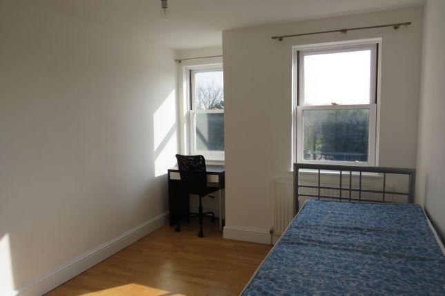 Thumbnail Flat to rent in Sandmartin Close, Buckingham