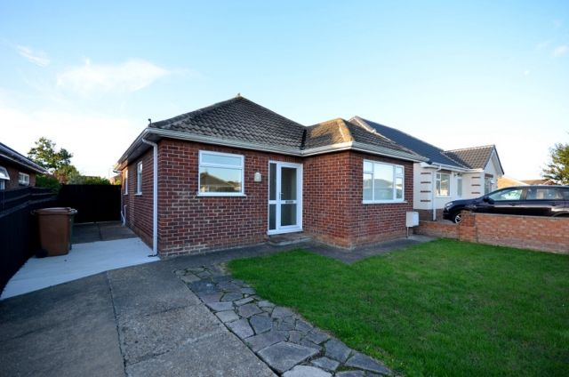 Thumbnail Bungalow to rent in Seaford Road, Cleethorpes