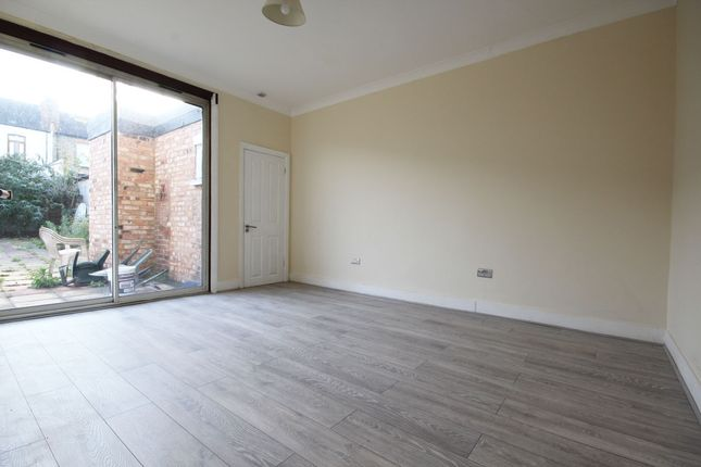 Thumbnail Terraced house to rent in Princess Avenue, Palmers Green
