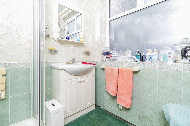 Shower Room of Barnfield Close, New Barn, Kent DA3
