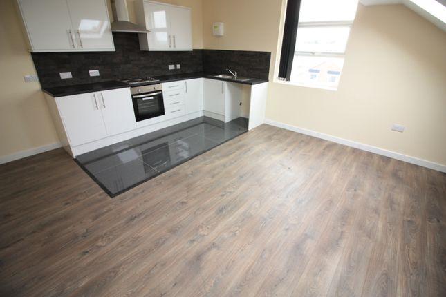 3 bed flat to rent in Harehills Lane, Leeds