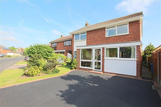 4 bed property for sale in Forest Drive, Lytham St. Annes
