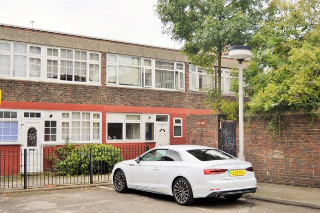 Thumbnail Terraced house to rent in Springwalk, Brick Lane, Shoreditch