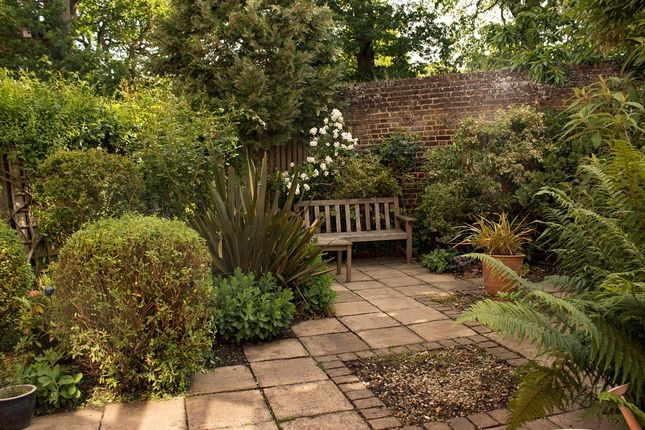 Garden of Hatch Place, Kingston Upon Thames KT2