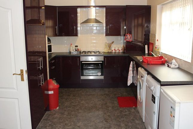Thumbnail Flat to rent in Newsome Road, Newsome, Huddersfield