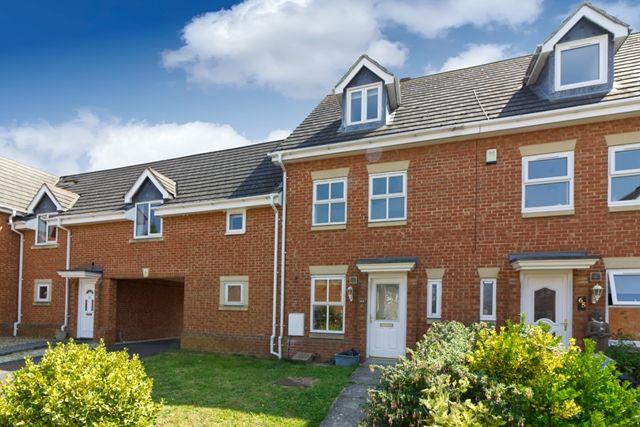 Thumbnail Town house to rent in Oriel Close, Wolverton, Milton Keynes