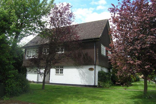 2 bed flat to rent in Eskdale Lodge, Amersham HP6