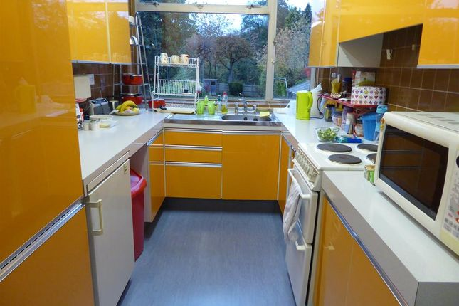 Kitchen Area of Knightlow Road, Birmingham B17