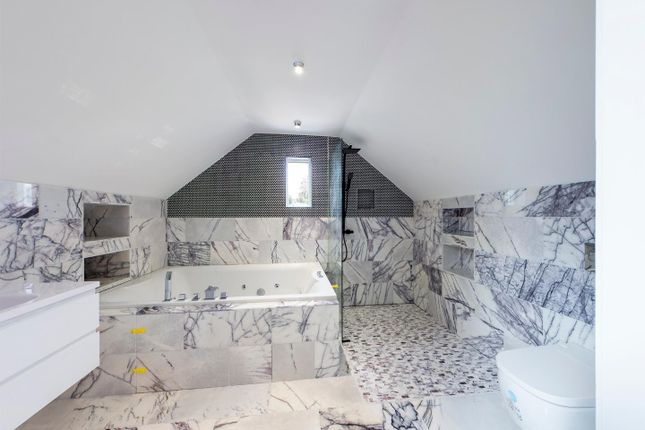 Master En Suite of Hardwick Hill Lane, Chepstow NP16