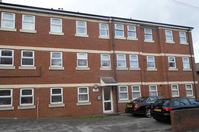 Flat to rent in Chapel Fold, Armley, Leeds