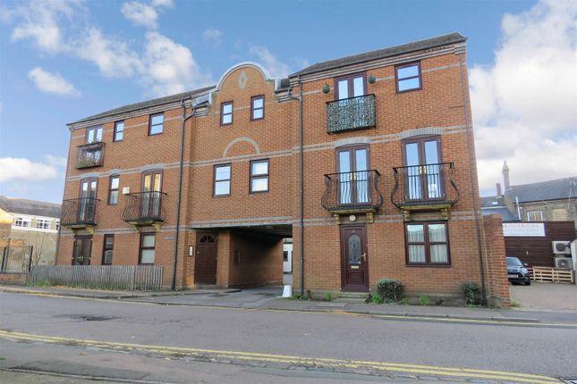 Thumbnail Flat for sale in Church Street, Biggleswade