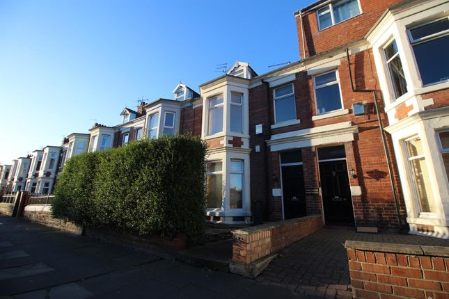 Thumbnail Flat to rent in Park Parade, Whitley Bay, Tyne & Wear