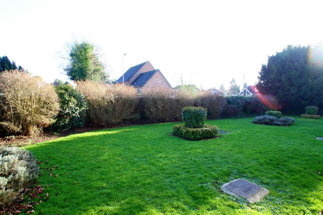 Communal Garden of Vicarage Road, Bletchley, Milton Keynes MK2