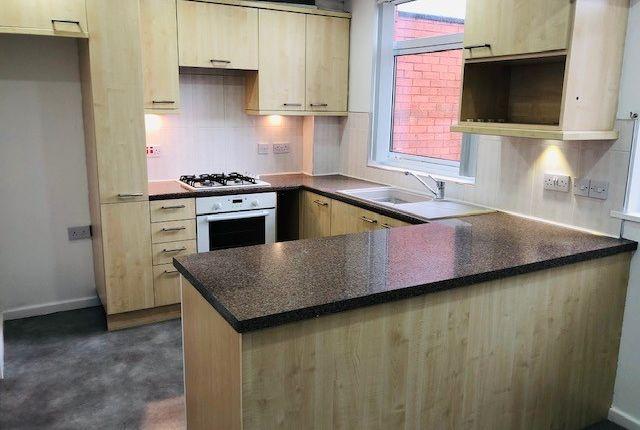 3 bed terraced house to rent in Barnhurst Lane, Wolverhampton WV8