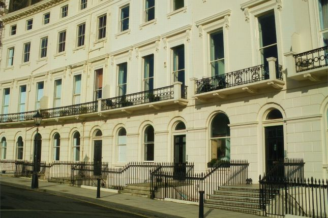 2 bed flat to rent in Adelaide Crescent, Hove, East Sussex