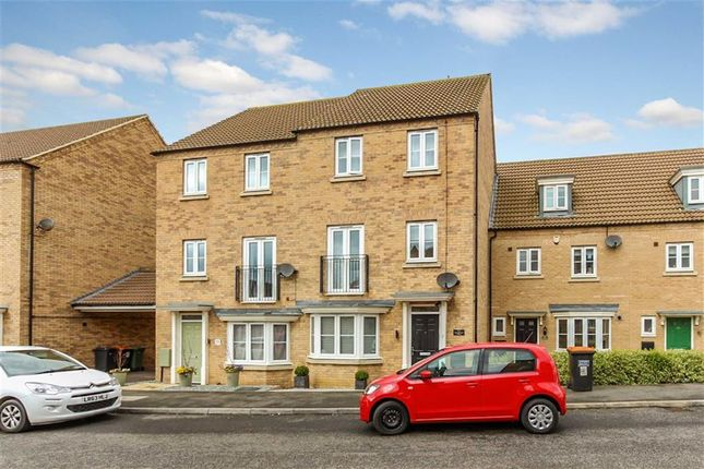 Thumbnail Town house for sale in Kingfisher Drive, Leighton Buzzard