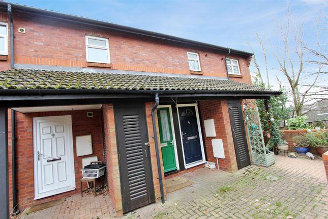 Thumbnail Flat to rent in Wheatfield, Hemel Hempstead, Hertfordshire