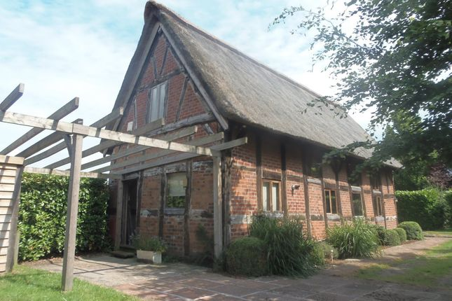 Thumbnail Barn conversion to rent in Middlewich Road, Lower Peover, Knutsford
