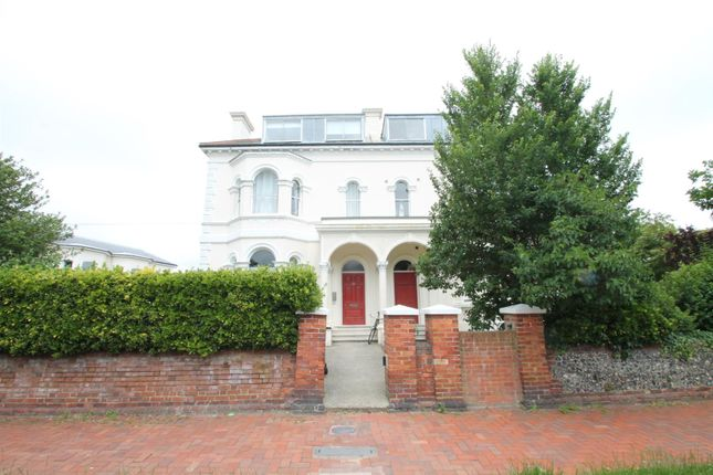 Thumbnail Flat to rent in Farncombe Road, Worthing
