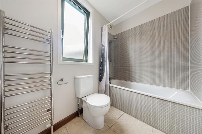 Bathroom of Winthorpe Road, London SW15