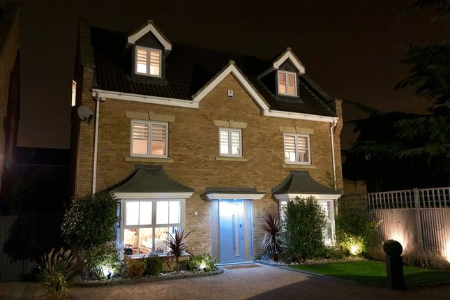 Thumbnail Detached house for sale in Pinewood Place, Dartford