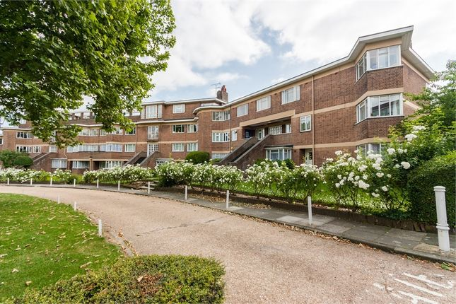 2 bed flat to rent in Hanger Green, London