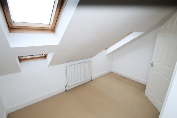 3 bed end terrace house to rent in Warren Road, Addiscombe, Croydon