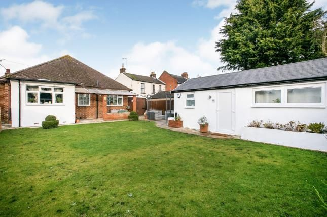 Thumbnail Bungalow for sale in St. Thomas's Road, Luton, Bedfordshire, .