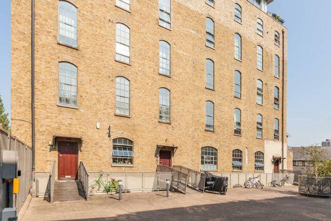 Thumbnail Flat to rent in Gunmakers Lane, Bow, London