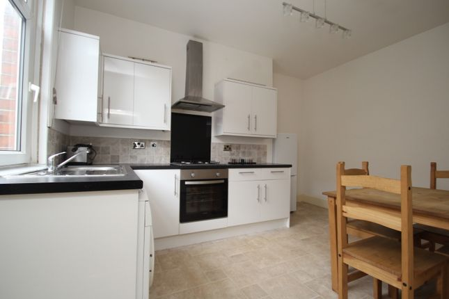 Thumbnail Terraced house to rent in Paisley Place, Leeds