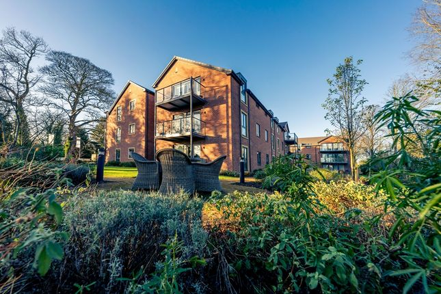 2 bedroom property for sale in Waller Grove, Swanland, North Ferriby