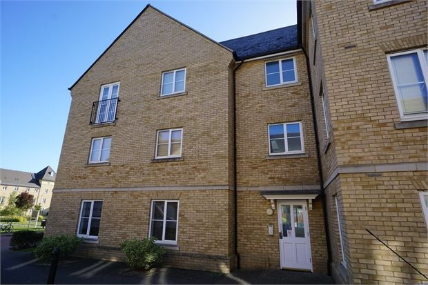 Thumbnail Flat for sale in Mortimer Gardens, Colchester, Essex.