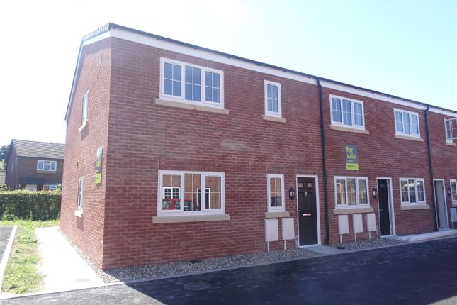 2 bed flat to rent in Pensfold Court, Bicton Heath, Shrewsbury SY3