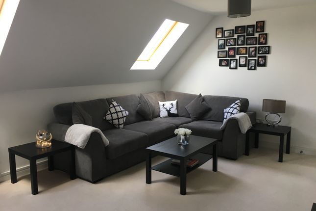 Thumbnail Flat for sale in Flat 4, 56 High Street, Odiham