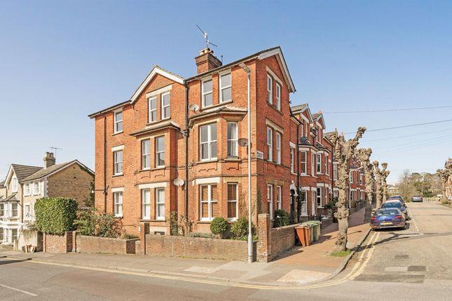2 bed flat for sale in Mountfield Gardens, Tunbridge Wells TN1