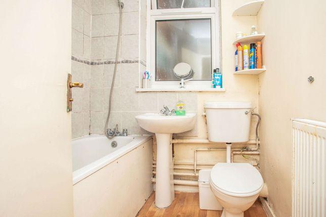 Bathroom of Broomcroft Avenue, Northolt UB5