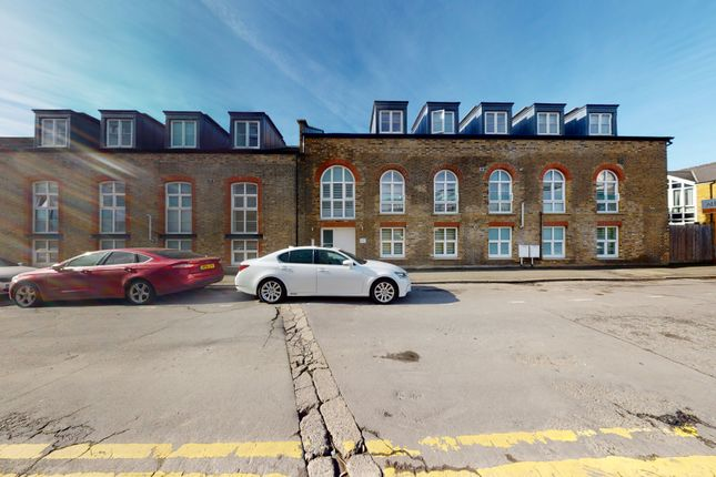 Thumbnail Flat to rent in North Road, London
