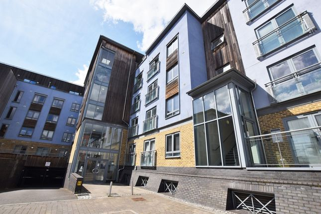2 bed flat to rent in Quayside Drive, Colchester