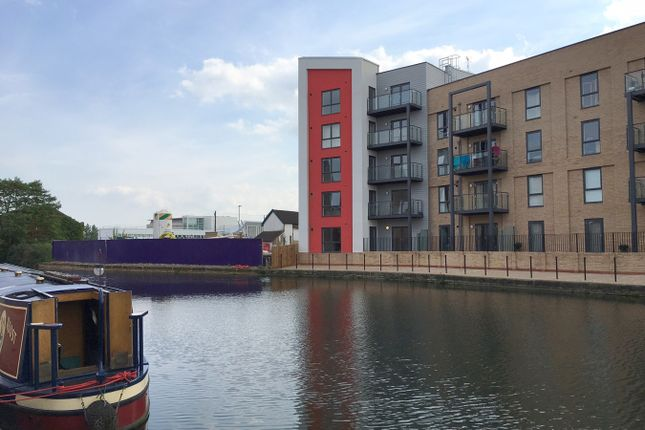 2 bed flat to rent in Wharf Road, Chelmsford CM2