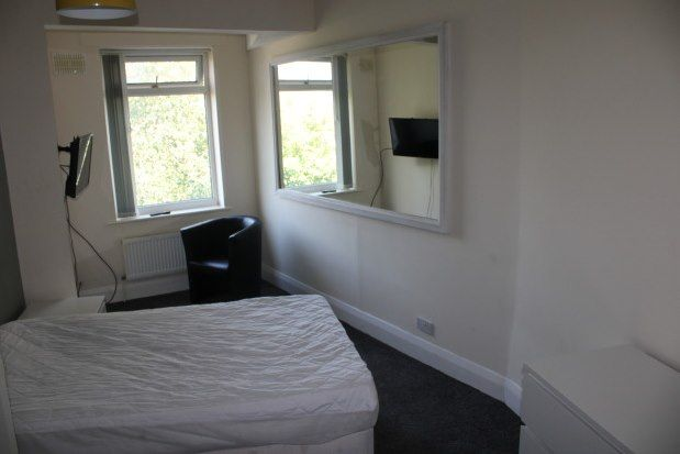 3 bed flat to rent in Childwall Priory Road, Liverpool L16