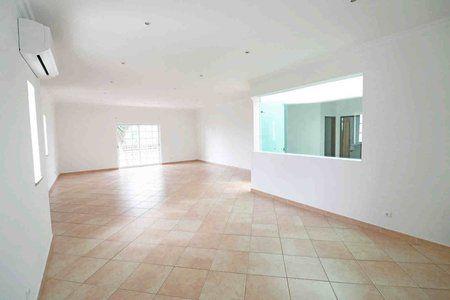 Image 5 4 Bedroom Villa - Central Algarve, Faro (Pv3541)