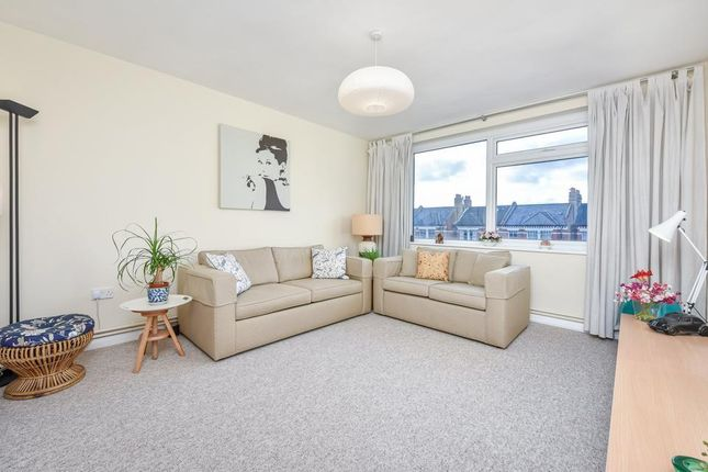 2 bed flat for sale in The Elms, Tooting Bec Road, London SW17